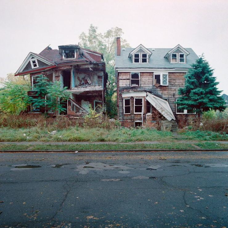 abandoned-detroit-crumbling-houses.jpg